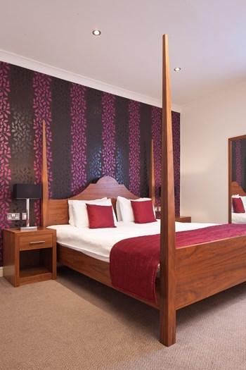 Boleyn Hotel bespoke 4-poster bed