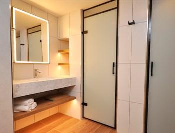 Hilton Garden Inn vanity unit by Curtis