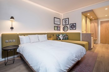 Hampton by Hilton bedroom sample room