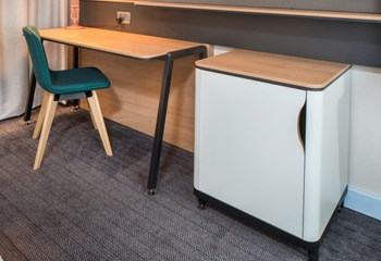 Holiday Inn desk and minibar by Curtis