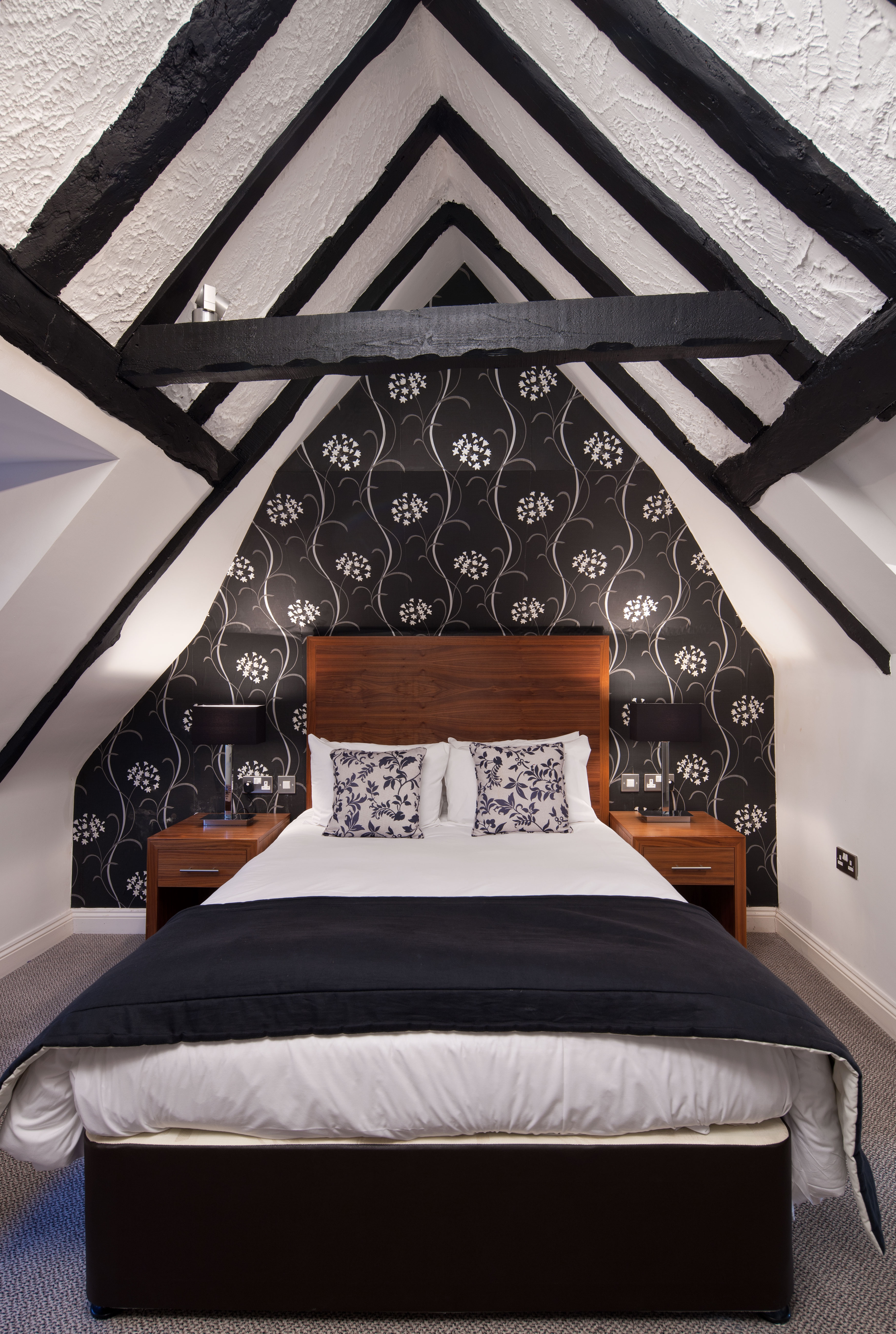 Boleyn hotel refurb - black and white design
