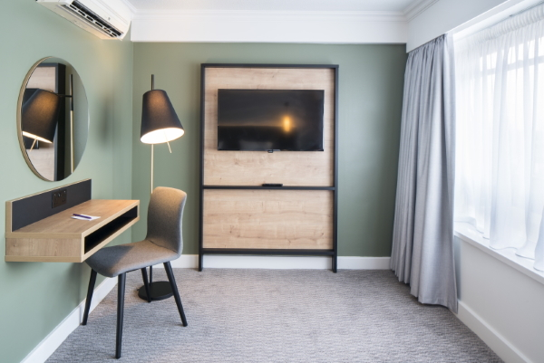Mercure Bedford spacious light room with TV panel and co-ordinated desk